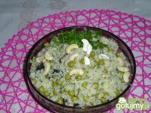 Sałatka ze śliwkami suszonymi i kuskusem