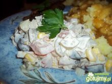 Sałatka ze śliwkami z kompotu