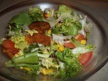 Sałatka ze smażonymi ziemniaczkami