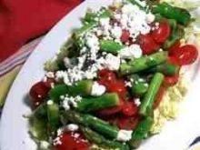 Salatka ze szparagow, pomidorow i fety