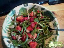 Sałatka ze szparagową i truskawkami