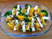 Sałatka ze szpinakiem, camembertem i pomarańczą