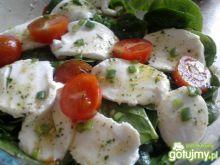 Sałatka ze szpinakiem i mozzarellą