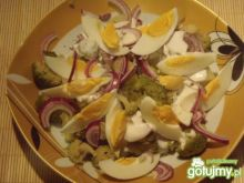 Sałatka ziemniaczana z brokułem i jajkie