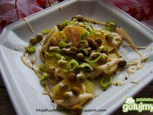 Sałatka ziemniaczana z groszkiem i sosem