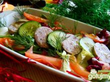 Sałaty z pomidorem i białą kiełbasą