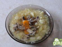 Samotna zupa pieczarkowa
