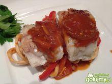 Sandacz z kalmarem w pomidorowym sosie