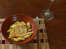 Sandacz z kluseczkami ziemniaczanymi