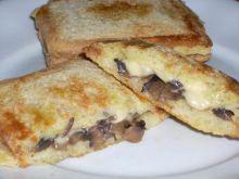Sandwicz z pieczarkami i serem