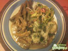 Schab duszony z pieczarkami i cebulą