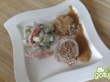 Schab faszerowany z sosem