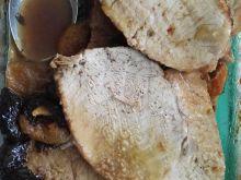 Schab pieczony w towarzystwie suszonych owoców