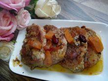 Schab w sosie z czerwoną fasolą i czerwoną cebulą