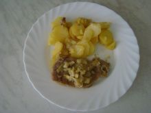 Schab z cebulą i ziemniakami