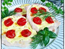 Schab z serem korycińskim i pomidorami
