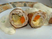 Schabowe roladki z marchwią i sosem
