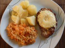 Schabowy zapiekany pod ananasem i serem