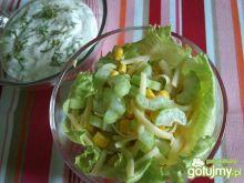 Seler z kukurydzą i sosem jogurtowym
