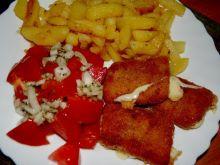 ser panierowany z pomidorkiem i cebulka