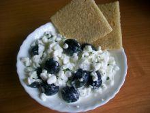 Serek wiejski z oliwkami