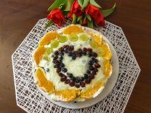 Serniczek z owocami w walentynkowej odsłonie