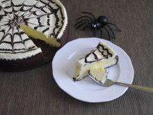 Sernik dyniowy z czekoladową pajęczyną