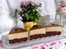 Sernik gotowany kawowy na brownie z ciecierzycy