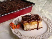 Sernik gotowany z brzoskwiniami na herbatnikach
