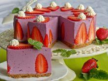 Sernik jagodowy z truskawkami