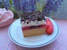 Sernik kajmakowo-dyniowy z truskawkami
