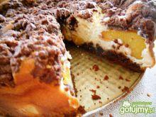Sernik mokka z brzoskwiniami