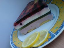Sernik na zimno jagodowo-kolorowy