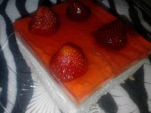 Sernik na zimno z galaretką i truskawkami