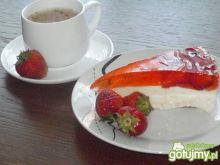 Sernik na zimno z truskawkami