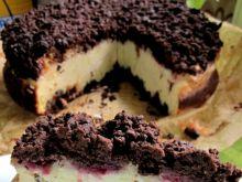 Sernik waniliowy z malinami na kakaowym spodzie