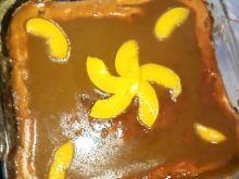 Sernik z brzoskwiniami.