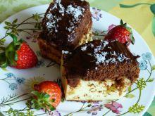 Sernik z ciastem kakaowym