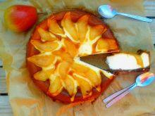 Sernik z karmelizowaną gruszką