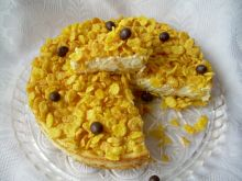 Sernik z karmelizowanymi płatkami kukurydzianymi