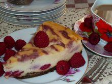 Sernik z malinami na czekoladowym spodzie