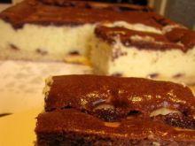 Sernik z marmoladą i ciastem czekoladowy