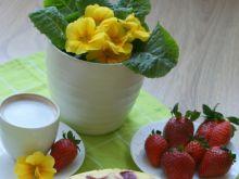Sernik z musem truskawkowym