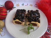 Sernik z pierniczkami i rodzynkami w czekoladzie