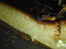 Sernik z polewą czekoladowo-laskową