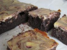 Serniko-brownie z konfiturą z porzeczki