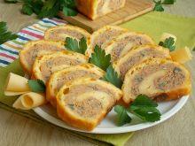 Serowa rolada z mięsem mielonym i pieczarkami