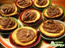 Serowe muffinki czekoladową pianką -