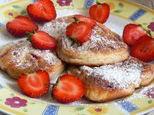 Serowe placuszki z truskawkami