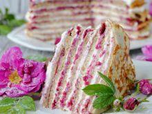 Serowo- różany tort naleśnikowy